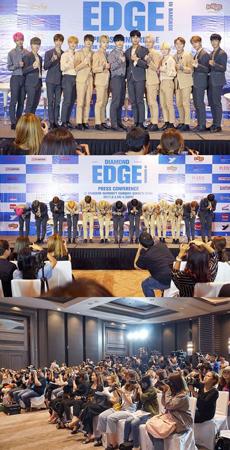 韓国ボーイズグループ「SEVENTEEN」が、初のワールドツアーとなる「DIAMOND EDGE」のバンコク公演を前に記者会見を開き、メディアからの熱い視線を浴びた。(提供:OSEN)
