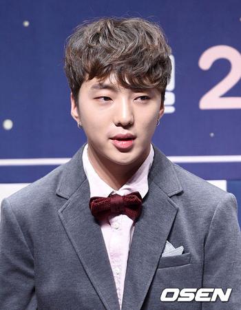 韓国ボーイズグループ「WINNER」メンバーのスンユンが、6日に放送されるSBSの音楽番組「人気歌謡」のスペシャルMCを務める。(提供:OSEN)