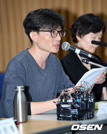 アン・ビョンホ全国映画産業労組委員長がキム・ギドク監督(56)の公式立場を強く非難した。