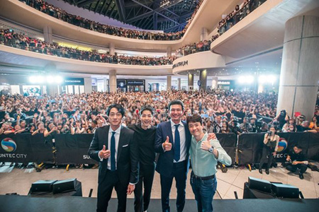 """映画「軍艦島」、アジアプロモーションを成功裏に開催! マレーシアで""""史上最多の観客""""(提供:OSEN)"""