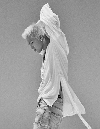 去る16日に発表された「BIGBANG」SOL(29)のソロアルバム「WHTIE NIGHT」が海外のアルバムチャートを席巻中だ。(提供:OSEN)