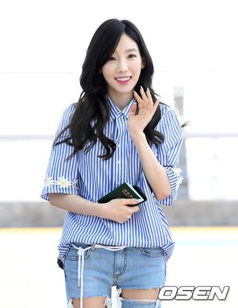韓国ガールズグループ「少女時代」テヨン(28)がジャカルタ入国時に人波にもまれ、危険な状況にあったと明らかにした。