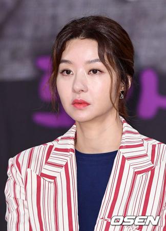 韓国女優ソン・ソンミの夫が、21日午前にソウル市内の法務法人事務所で20代男性が振り回した刃物に刺されて死亡した。(提供:OSEN)