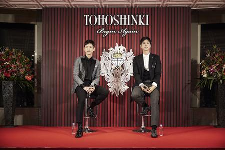 約2年ぶりに活動再開を知らせた韓国の人気グループ「東方神起」がソウルに続き、東京でも記者会見を開催した。(提供:OSEN)