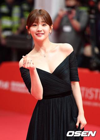韓国女優パク・ソダム(25)が映画「李蘭影(イ・ナニョン)」(監督:イ・ミヨン)の出演オファーを受け準備中だ。