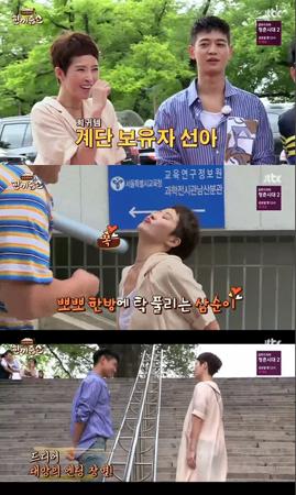 韓国女優キム・ソナが、人気ドラマ「私の名前はキム・サムスン」で使われた階段を訪れた。(提供:news1)