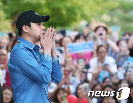 韓国ボーイズグループ「JYJ」メンバーのユチョン(31)が、ファンに涙で謝罪をした。(提供:news1)