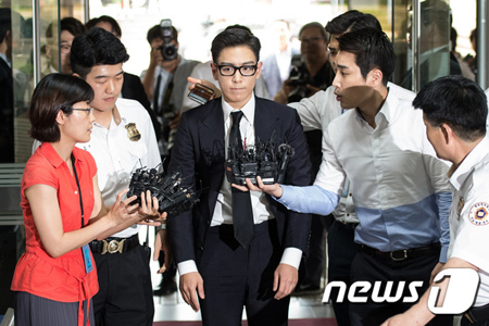 """""""大麻吸煙""""T.O.P(BIGBANG)、補充役判定で義務警察から強制除隊へ"""