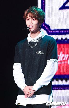 韓国アイドルグループ「Golden Child」デヨル(24)が末っ子ボミン(17)とのジェネレーションギャップを感じると明かした。