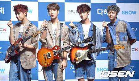 """韓国の新人バンド「IZ」が""""アイドルバンド""""の先入観について言及した。"""