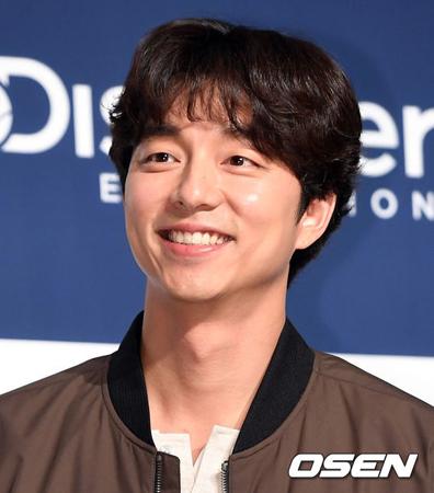 韓国俳優コン・ユ(38)が、ファンのために開いたバザーの収益金を寄付した。2回に分けて寄付された金額は計7600万ウォン(約750万円)だという。(提供:OSEN)