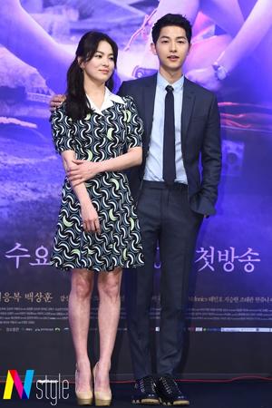 韓国俳優ソン・ジュンギ(31)が婚約者ソン・ヘギョ(35)と共に米国・ロサンゼルスに出国した。