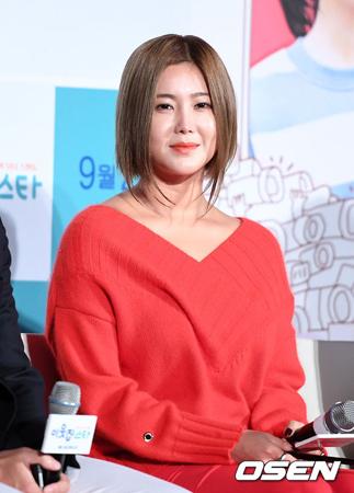 韓国歌手ソルビが釜山(プサン) の女子中学生による暴行事件に対して言及したことについて「意図したのとは違い、不快にさせてしまったようだ」と謝罪した。(提供:OSEN)