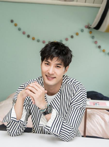 韓国俳優キム・ジソクが所属事務所JSTARSエンターテインメントと再契約を結んだ。(提供:OSEN)