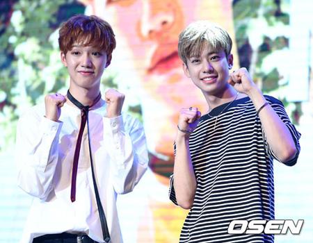韓国のアイドルユニット「MXM」のイム・ヨンミン(21)とキム・ドンヒョン(18)がデビューの心境を明かした。