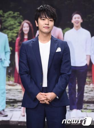韓国俳優兼歌手のキム・ジョンフン(John-Hoon)が、新たな所属事務所と専属契約を結んだ。(提供:news1)