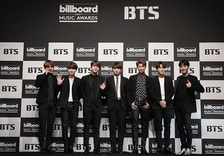 人気アイドルグループ「防弾少年団」のDVDが、オリコンチャートの総合ランキング1位を記録した。(提供:OSEN)