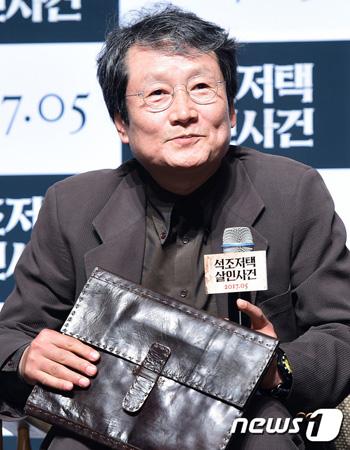 韓国俳優ムン・ソングン(64)が、ブラックリストに関して民事・刑事訴訟を進める計画であることを伝えた。(提供:news1)