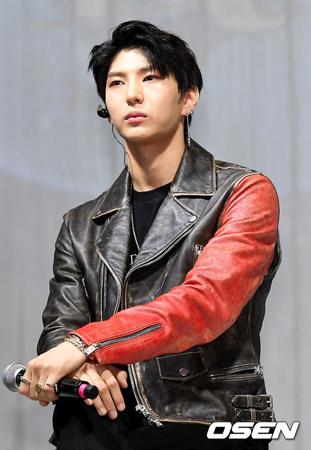 韓国ボーイズグループ「VIXX」メンバーのレオが、腹痛のため14日放送のMnetの音楽番組「M COUNT DOWN」への出演をキャンセルした中、所属事務所が現在の状況を明らかにした。(提供:OSEN)