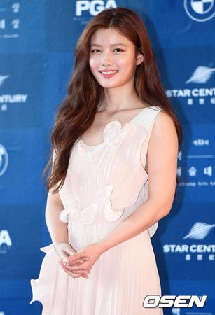 韓国女優キム・ユジョン(17)がsidusHQ(サイダスHQ)と(満)10代の最後も共に歩んでいく。