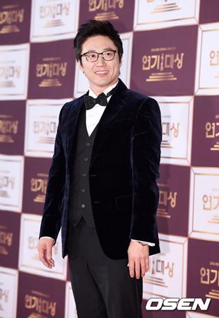 韓国俳優パク・シニャン(48)主演のドラマ「空中ブランコ」の放送が延期される。(提供:OSEN)
