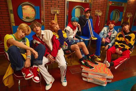 韓国アイドルグループ「防弾少年団」が韓国歌手として初めて、グローバル音楽配信サービス「Spotify」のグローバルトップ50にランクインするという快挙を成し遂げた。(提供:OSEN)