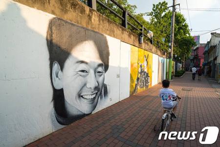 韓国歌手故キム・グァンソク(享年31)の一人娘ソヨンさんが10年前に死亡していたことが分かった。