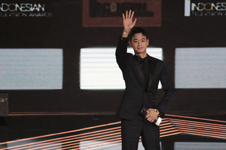「SHINee」ミンホ、インドネシアの授賞式で特別賞を受賞(提供:OSEN)