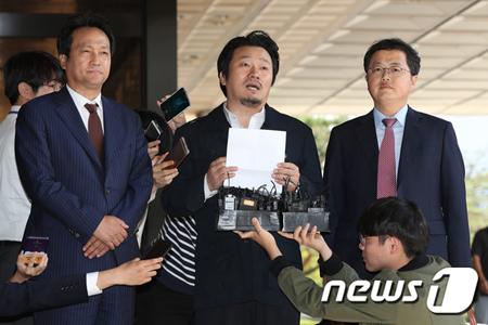 韓国検察が歌手故キム・グァンソク(享年31)と娘ソヨンさんの死に関して再捜査することが分かった。