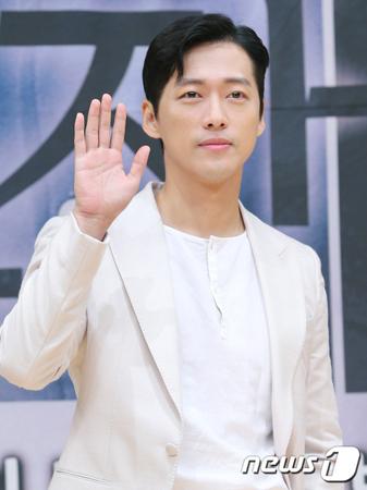韓国俳優ナムグン・ミンが、日本でファンミーティングを開催することになった。(提供:news1)