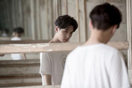 「EXO」LAY、新曲「I NEED U」のMVをサプライズ公開! (提供:OSEN)
