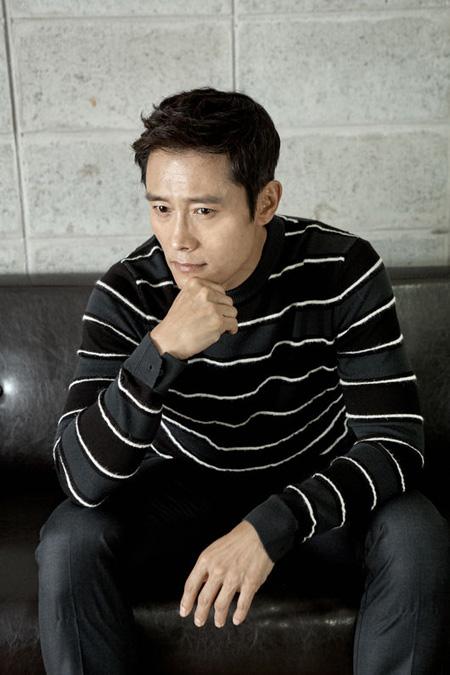 俳優イ・ビョンホン、出演映画「南漢山城」を見た妻イ・ミンジョンは「号泣していた」(提供:OSEN)