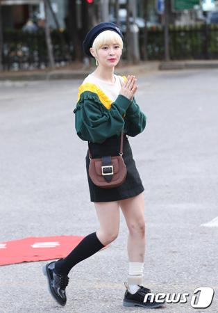 韓国ガールズグループ「DIA」のイェビン(20)が足首のじん帯破裂の重傷を負った。