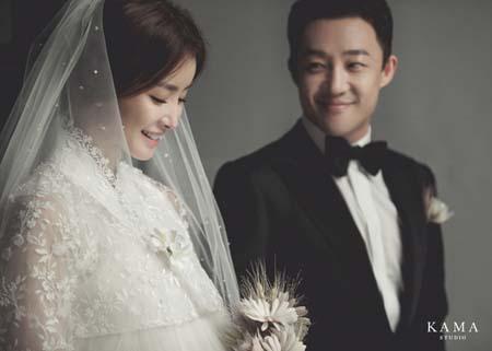 明日(30日)挙式控える女優イ・シヨン、ウェディング写真を公開(提供:news1)