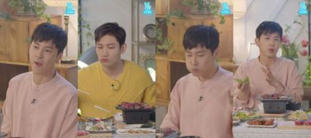 韓国の人気グループ「東方神起」ユンホ(31)が「一人ではご飯を食べない」と言及した。(提供:OSEN)