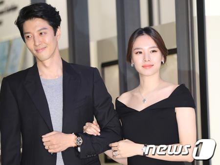 俳優イ・ドンゴン-チョ・ユンヒ、きょう(29日)非公開で挙式