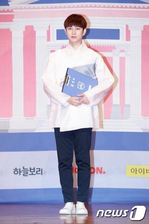韓国Mnetのガールズグループ育成番組「アイドル学校」で担任を務めるキム・ヒチョル(SUPER JUNIOR / 34)が、最終回を前に学生たちに応援メッセージを送った。(提供:news1)