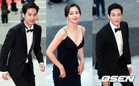 韓国俳優クォン・ユル(右)とキム・ジソク(左)、女優イ・ハニ(中央)が最優秀賞を受賞した。(提供:OSEN)