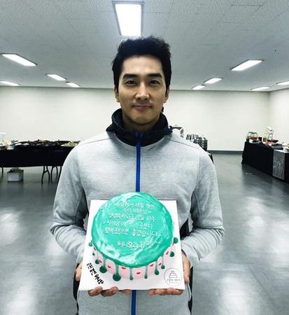 韓国俳優ソン・スンホン(41)が誕生日を迎え、ファンに感謝のあいさつをした。(提供:OSEN)