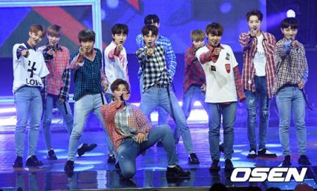 【公式】韓国アイドルグループ「Wanna One」側が、ファンクラブのスタッフがサセンペンと連絡をやり取りしているという巷の論争に立場を明らかにした。(提供:OSEN)