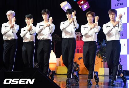 韓国ボーイズグループ「ASTRO」が、11月初めに新曲を発表することになった。(提供:OSEN)