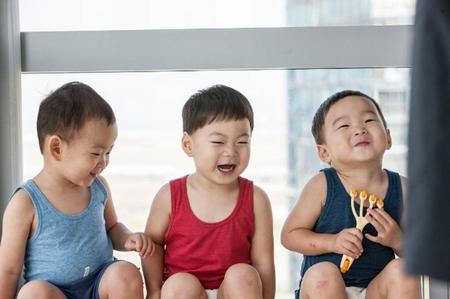 韓国俳優ソン・イルグクの三つ子の息子であるテハン君、ミングク君、マンセ君が、「第22回釜山(プサン)国際映画祭」(BIFF)にゲストとして出席することになった。(提供:news1)
