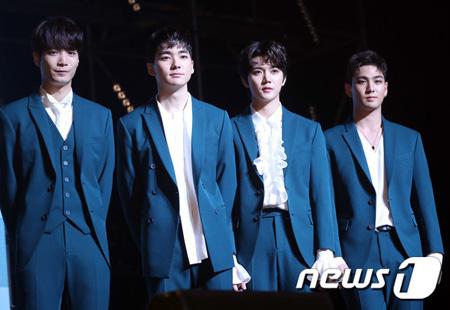 韓国ボーイズグループ「NU'EST W」が、新曲を公開してすぐに音源チャート1位を獲得し、「実感がわかない。成就感は大きい」と感想を伝えた。(提供:news1)