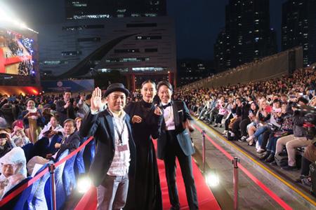蒼井優、阿部サダヲ、白石監督に韓国・釜山が熱狂! 釜山国際映画祭レッドカーペットに登場(オフィシャル)