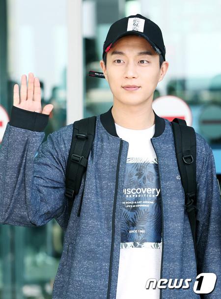 「Highlight」ユン・ドゥジュン、tvN新ドラマ「ゴハン行こうよ3」出演確定はNO…「オファーもらい検討中」