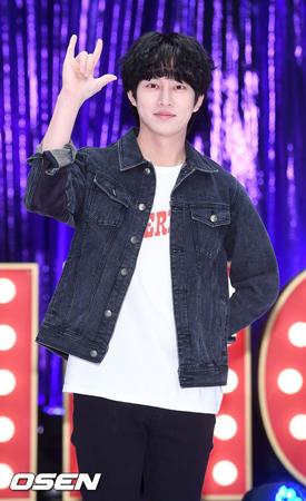 韓国ボーイズグループ「SUPER JUNIOR」メンバーのヒチョル(34)が新曲発表を前に、過去の交通事故によるケガの痛みを訴えた。(提供:OSEN)