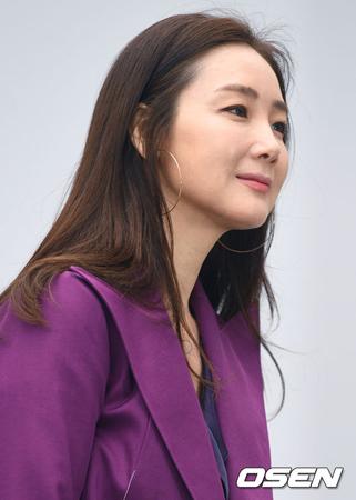 韓国女優チェ・ジウ(42)がノ・ヒギョン作家のドラマ出演を検討中だ。