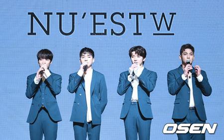 韓国ボーイズグループ「NU'EST W」の新曲「WHERE YOU AT」が、19日に放送されたMnetの音楽番組「M COUNTDOWN」で1位となった。(提供:OSEN)