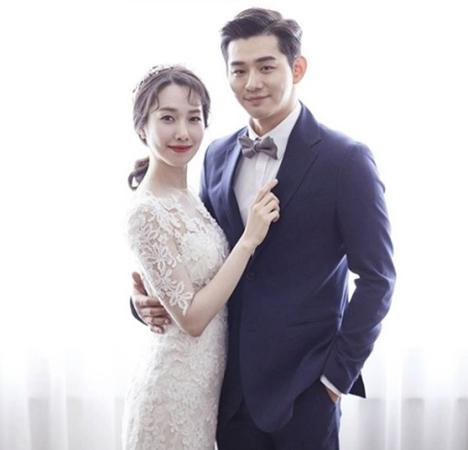 「オンニたちのスラムダンク2」や「アイドル学校」で愛されたチャン・ジニョン(34)が明日(21日)、女優カン・ヘイン(29)と結婚式を挙げる。(提供:OSEN)