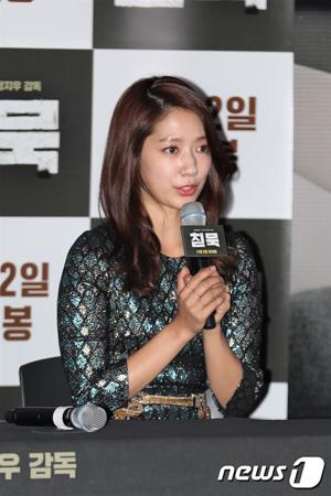 韓国女優パク・シネ(27)が、大先輩俳優チェ・ミンシク(55)との共演に満足感を示した。(提供:news1)